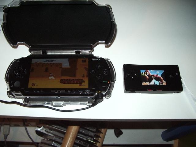 http://nintenblog.free.fr/goodies/Game_Boy_Micro/game_boy_micro_Me_Marcadet_comparaison_psp.jpg