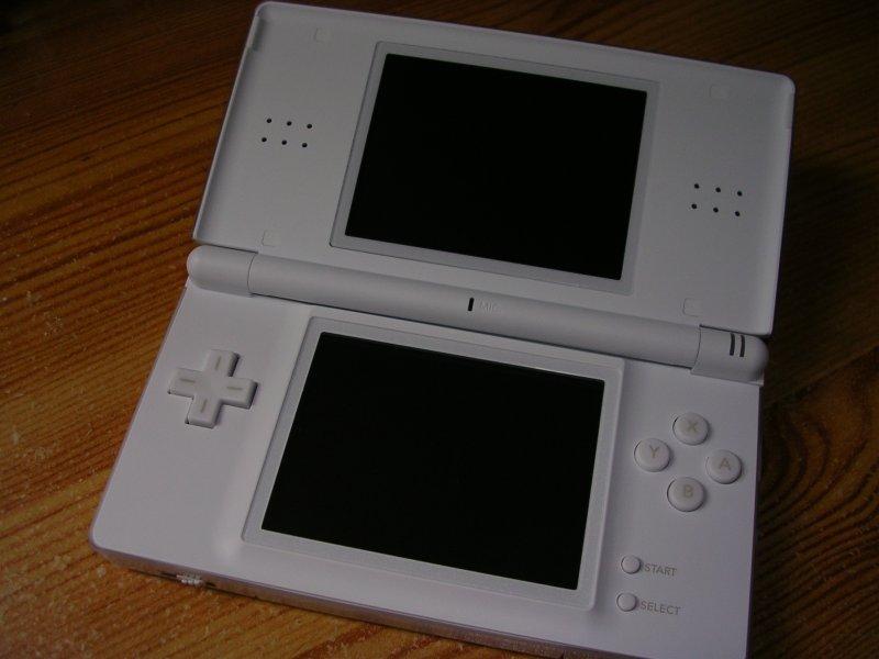 Voir la galerie de photo de la Nintendo DS première version
